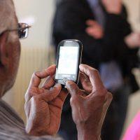 Téléphone portable senior: comment le choisir ?